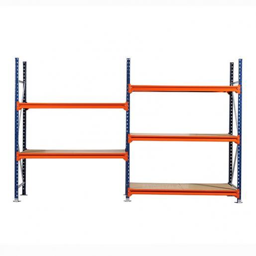 Vue de face du rayonnage mi lourd plancher bois inclus, capacité de charge jusqu'à 670 kg par niveau.