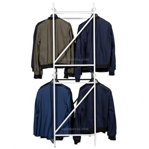 Vue de face du rayonnage pour vêtements à double penderie, idéal pour le stockage en réserve ou la présentation en magasin.