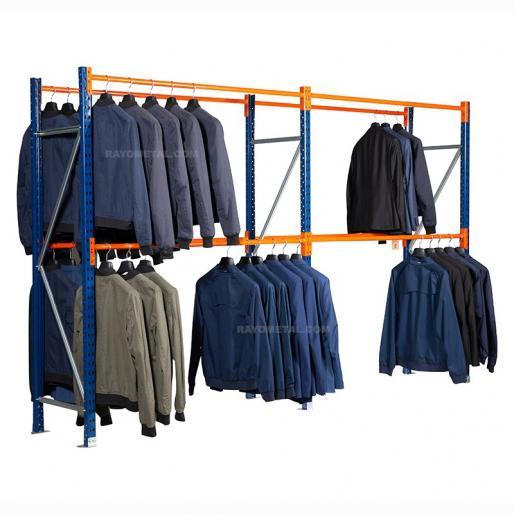 Vue de 3/4 du rayonnage pour vêtements 280kg. Grand espace de stockage grâce aux doubles lisses pour vêtements.