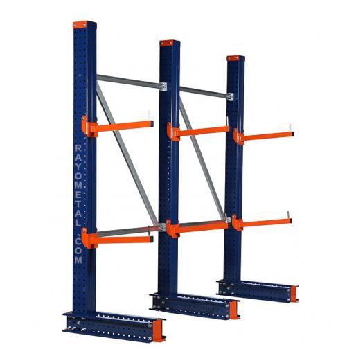 Rayonnage cantilever composé de colonnes et de bras pour le stockage de charges longues.