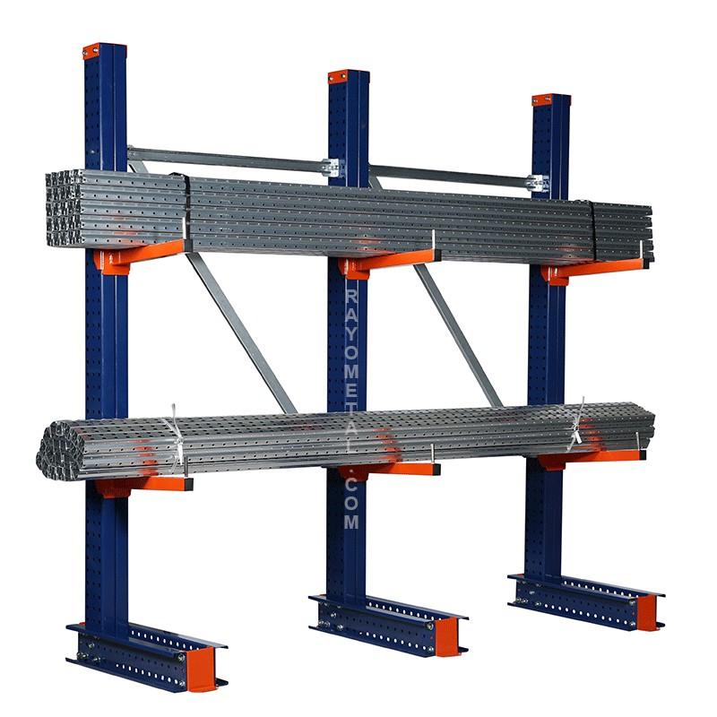 Vue de 3/4 du rayonnage cantilever pour le stockage de charges longues jusqu'à 150 kg par bras